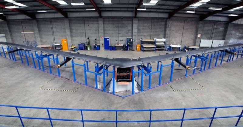 Facebook'un Dünya'ya internet yayacak drone'larından biri kaza yaptı.