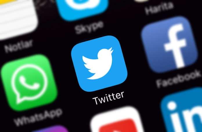 Twitter kullanıcıları grup listelere eklendiğinde uyarılmayı kaldırmaktan vazgeçti