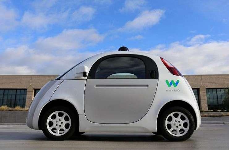 Google, kendinden sürüşlü araba projesi için savaşıyor