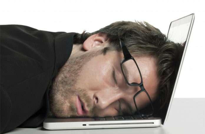 """MacOSX Sierra'nın yeni güncellemesiyle gelen """"Night Shift"""", (Gece Modu) kullanıcıların daha iyi uyumasını sağlayacak"""
