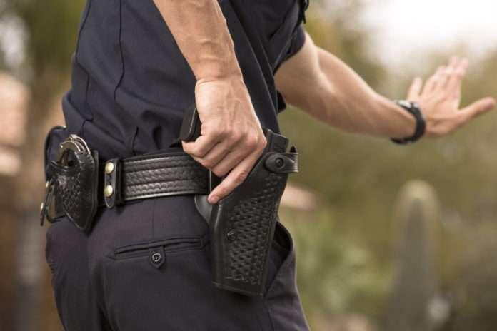 Silah çekildiğinde polis memurlarının üzerindeki sensörlü kamera devreye giriyor