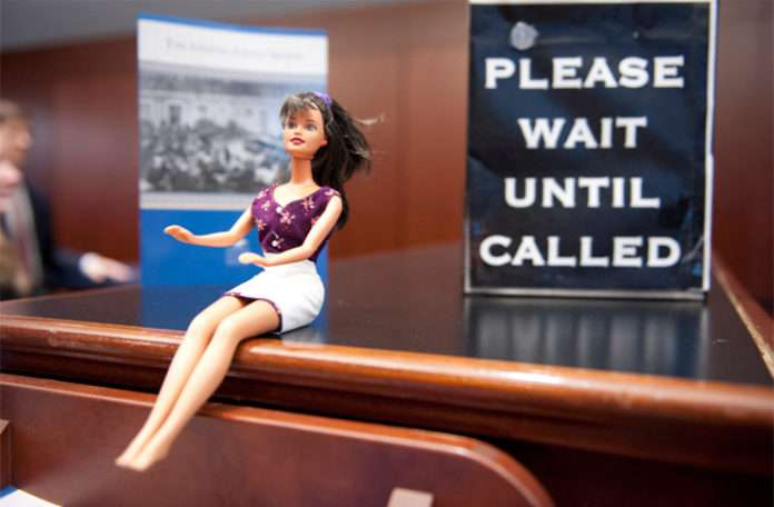Doktor, avukat, hatta bilim adamı olan Barbie şimdi bir hologram oluyor