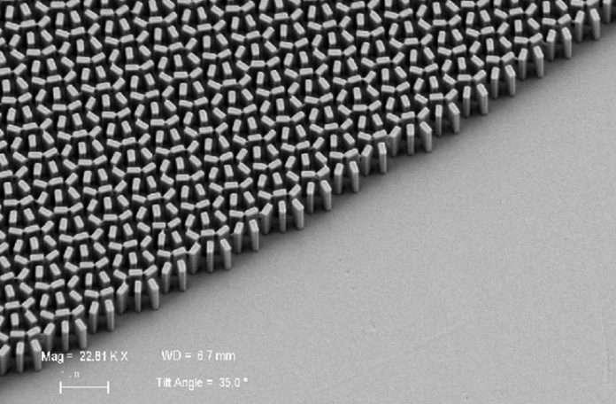 """Bilim adamları nano teknolojisiyle üretilen """"Metalenslerin"""" renkli çalışmasını sağladı"""
