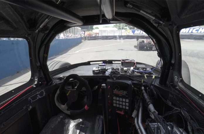 Roborace'in sürücüsüz yarış arabaları düello yaptı