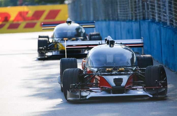 Otonom arabaların pisteki ilk yarışı kaza ile sonuçlandı