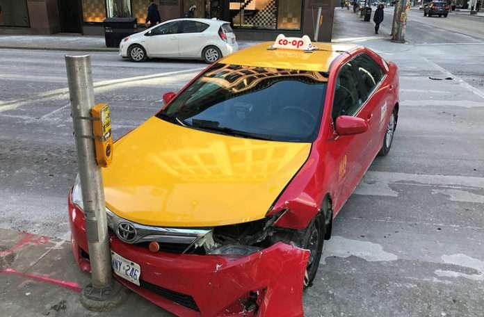 parlak sarı renkte taksiler