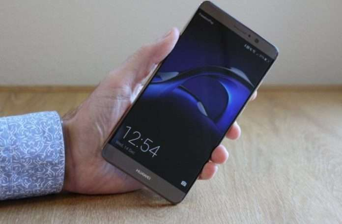 Alexa'yı Huawei'nin mevcut üst düzey phablet'i 'Huawei Mate 9'