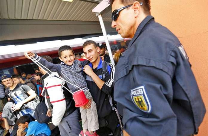 Almanya mültecileri sesinden tanıyacak yazılımın testlerine iki hafta sonra başlayacak