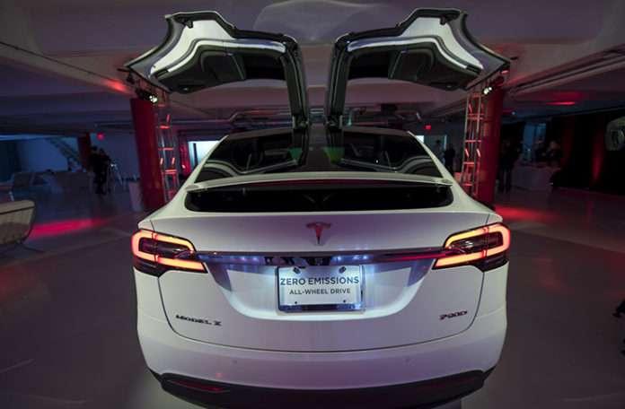 Elon Musk söz verdiği gibi Tesla için reklam filmi yarışması düzenliyor