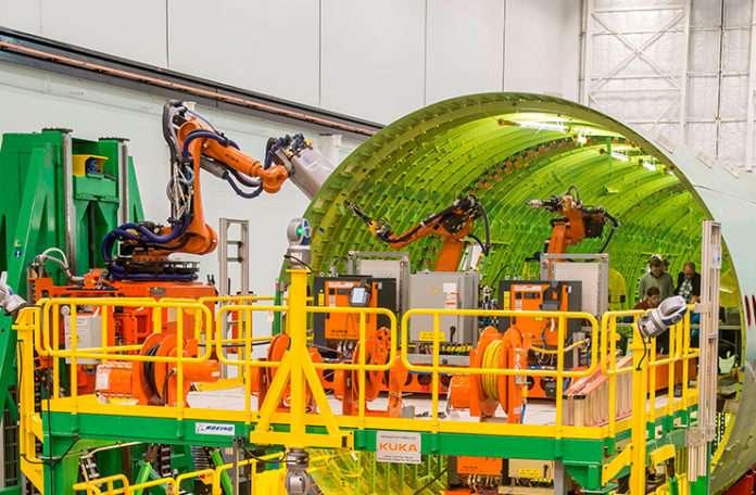 Boeing, uçak inşa etme yöntemini değiştiren yeni bir robot ordusuna sahip