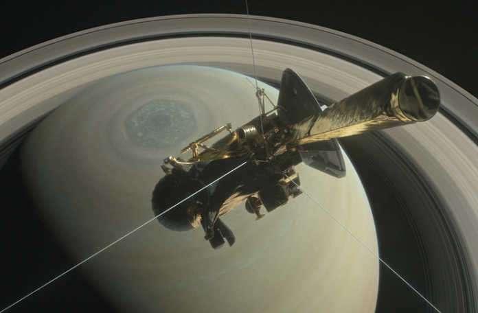 Cassini isimli insansız uzay aracı