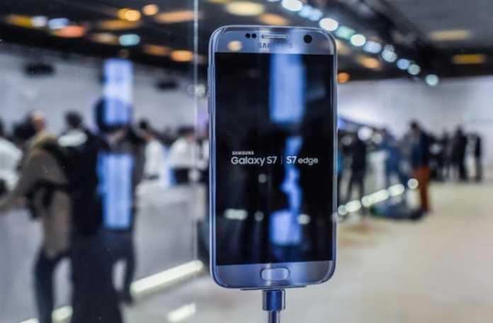 Android Nougat yüklü olan Galaxy kullanıcıları Bixby asistanını manuel olarak