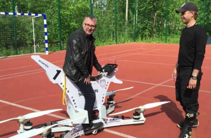 Hoversurf korkunç görünen tek koltuklu uçan bir bisiklet