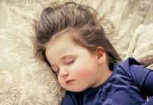 Bebeğinizin uyuyamama sebebi ekranlar olabilir