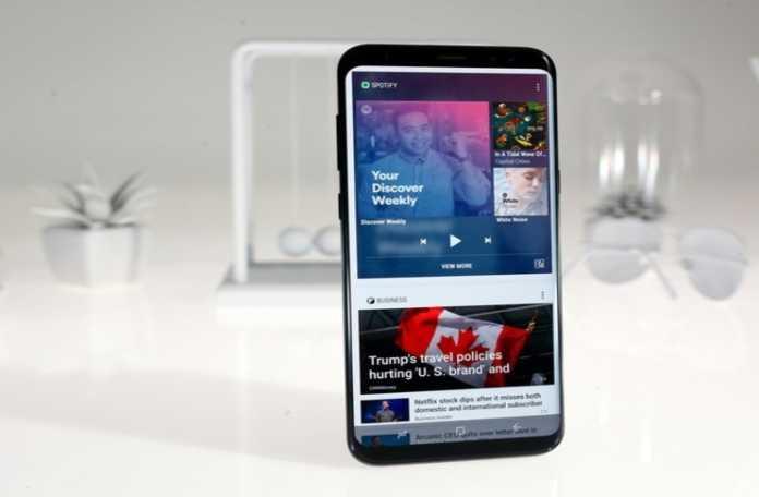 S8 telefonlardan bazılarının ekranlarında belirgin bir kırmızı renk