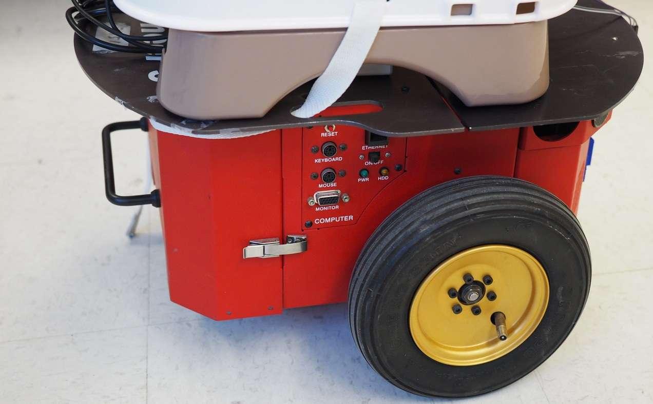Tot Bot Kameralı Sandalye