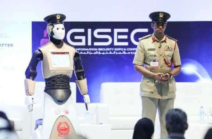 Polis robotlar Dubai'de iş başı yapıyor