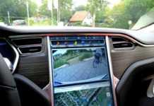 Tesla Otopilot pürüzsüz sürüş özelliğine kavuşuyor