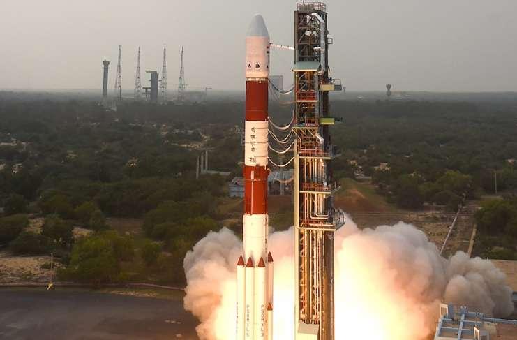 """Hindistan'ın """"canavar""""ı GSLV Mark III uzaya fırlatıldı"""