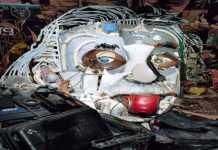 Fransız sanatçı Bernard Pras, atılan eşyaları topladı ve ortaya sanat eserleri çıkardı