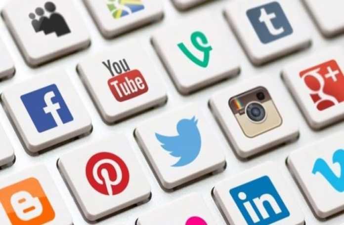 Twitter, Facebook, YouTube gibi sitelerdeki nefret dolu içeriklerin silinmesi konusunda yeni yaptırımlar hazırlanması isteniyor