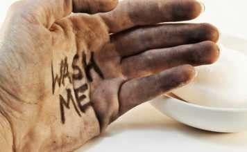 Ellerinizi sıcak suyla mı yıkıyorsunuz yoksa soğuk suyla mı?