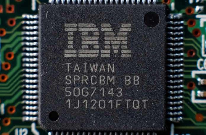 Moore Yasası'nın öldüğünü kim söylemiş? Tabi ki IBM ve çip üretimindeki ortaklarından olan Globalfoundries ve Samsung.