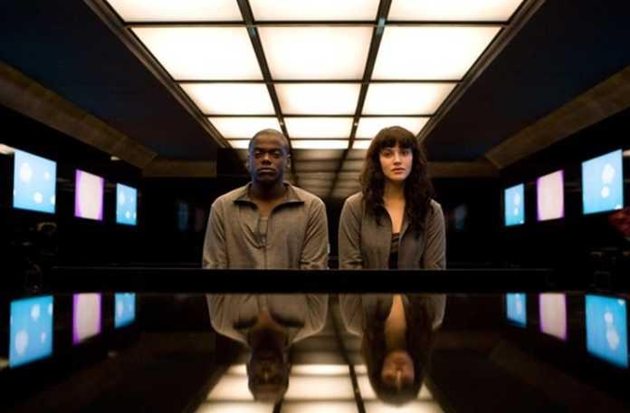Netflix'in bilimkurgu dizisi Black Mirror kitap formatına uyarlanıyor