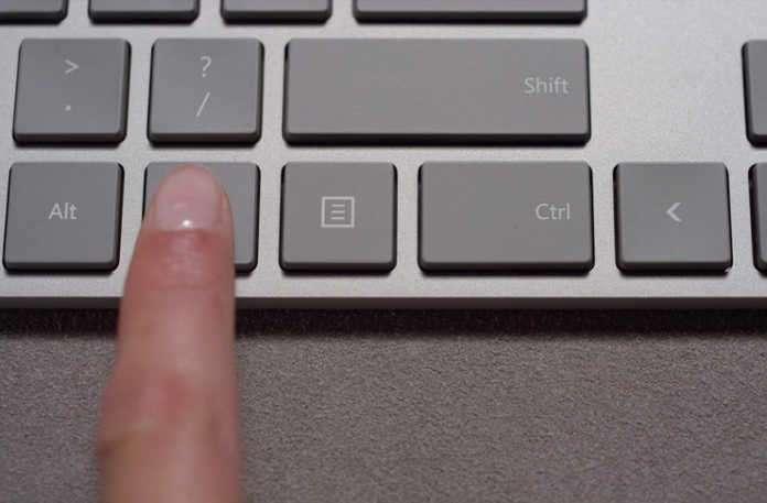 Microsoft yeni bir tasarıma sahip Modern Mouse ve Modern Keyboard'ı sessizce piyasaya sürdü.