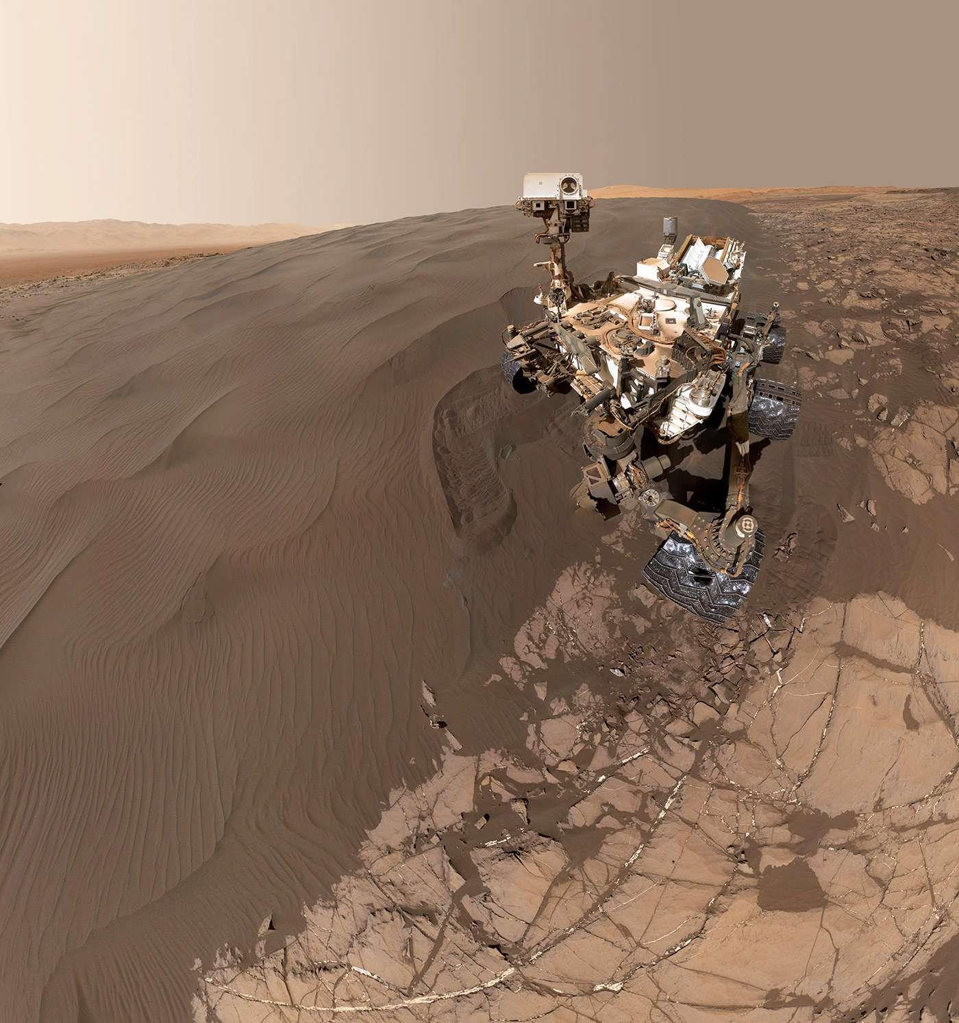 Mars'ın doğal güzelliğinin yanı sıra ne kadar boş olduğunu ve Dünya'ya kıyasla daha sessiz göründüğünü anlaşılabiliyor