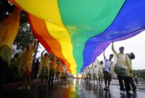 Eş cinselliği önlemek için düzenlenen yarışma, ülkeyi birbirine karıştırdı