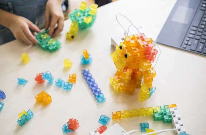 Sony, bir robot yapma kiti olan Koov ile Lego Mindstorms'a cevap veriyor