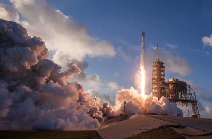 ABD Hava Kuvvetleri, sadece United Launch Alliance'a güvenmek yerine SpaceX'in uydularını fırlatmaya başlamasıyla hükümetin ne kadar tasarruf sağlayabileceğini ortaya koydu.