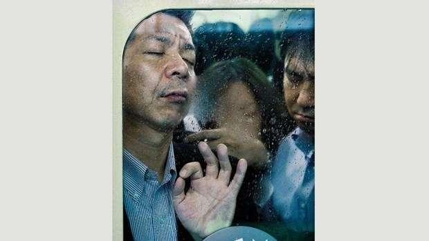 Tokyo metrosundan yapılan çekimler hayrete düşürdü