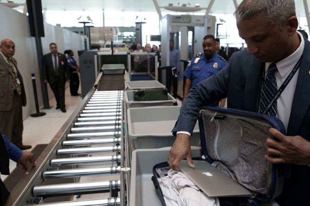 Mart ayında yürürlüğe giren yasak, diğer altı havayollarında uygulanmaya devam ediyor