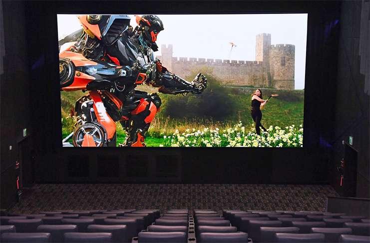Samsung sinema salonları için devasa büyüklükte yeni bir televizyon tasarladı!