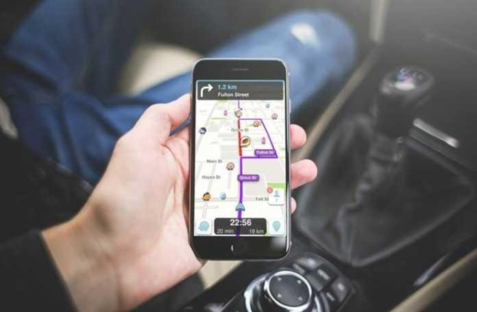 iOS'ta, Waze navigasyon yönlendirmeleri için kendi sesinizi kullanın