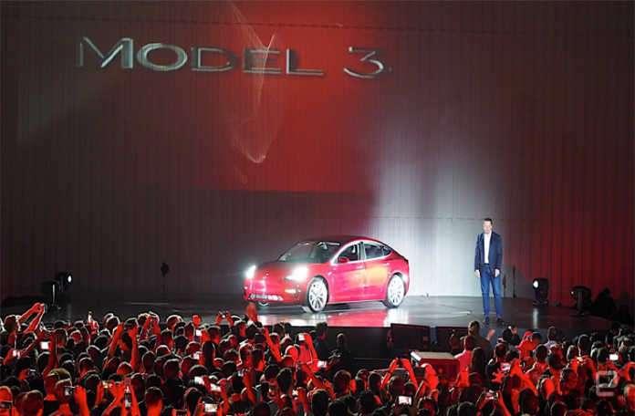 Tesla, ekonomik araçlar serisinden Model 3s adlı aracı sergiledi!