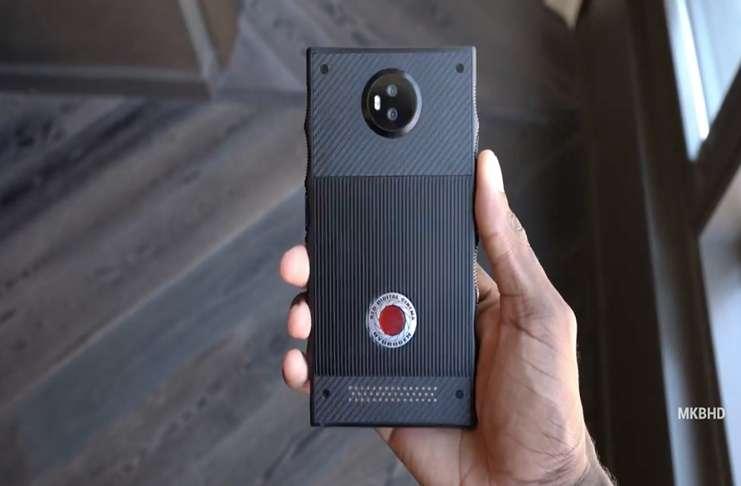 RED'in akıllı telefonu Hydrogen One'dan bir video geldi